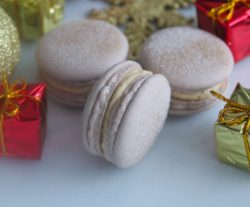 Vegan gingerbread cookie dough macarons